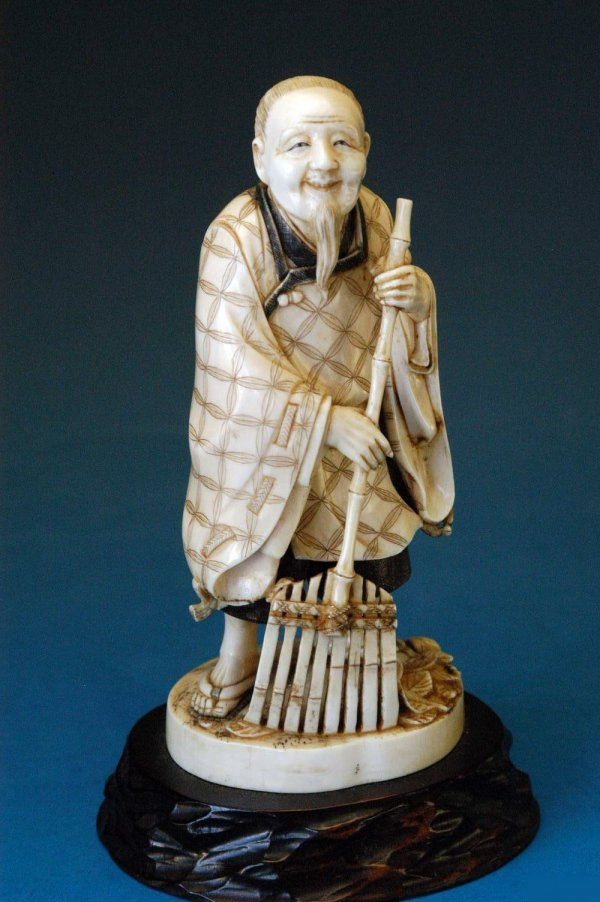 721: Japanese okimono on carved wood stand