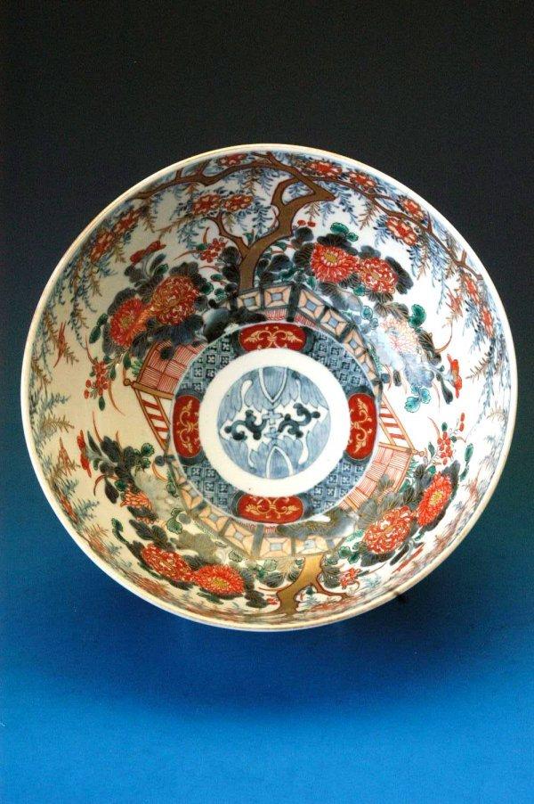 """722: Imari bowl with a 10"""" diameter"""
