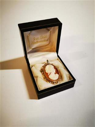 9ct gold cameo brooch.