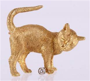 Cat Form 18k Gold and Diamond Pin