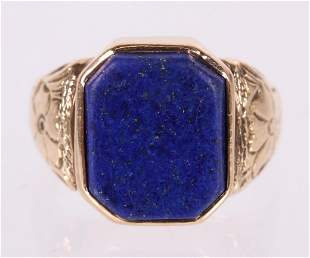 A 14k Gold and Lapis Lazuli Ring