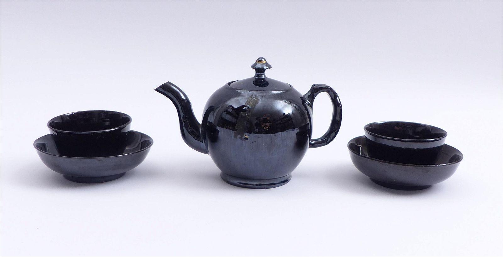 Teekanne mit zwei Koppchen und Unterschalen, Wohl