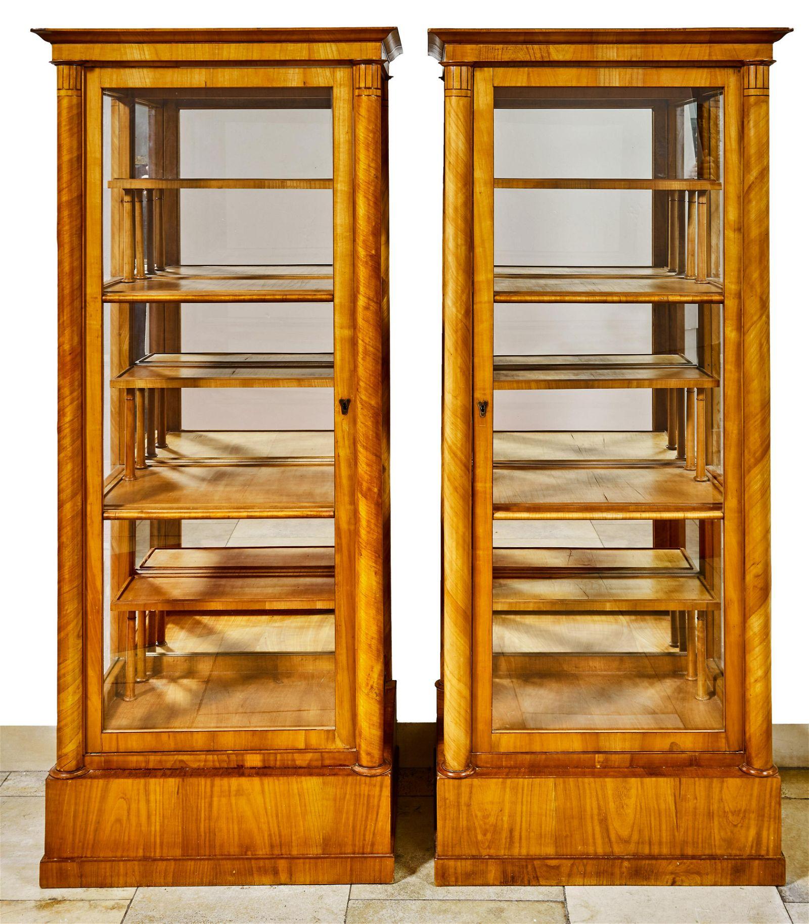 Seltenes Paar Biedermeier-Vitrinen, Wien, um 1820