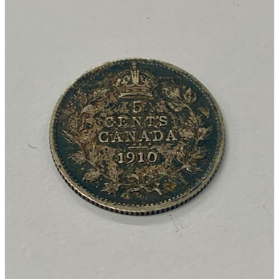 1910 Canada EF Grade Silver 5 Cent. Round Leaves Bow