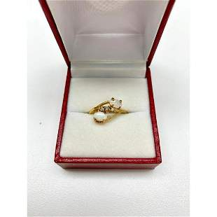 Ladies .14ct Oval Cut White Opal set in 14K Gold Plated