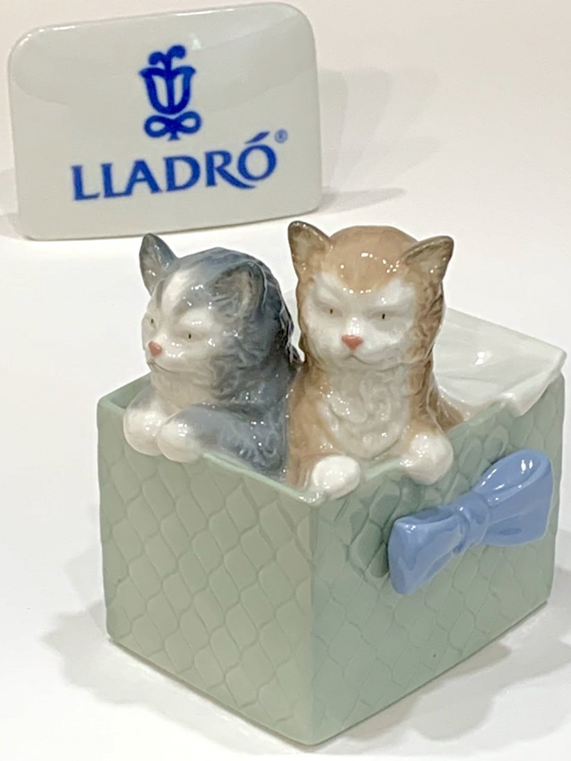 Retired LLADRO Nao Beautiful Mint Porcelain Figurine