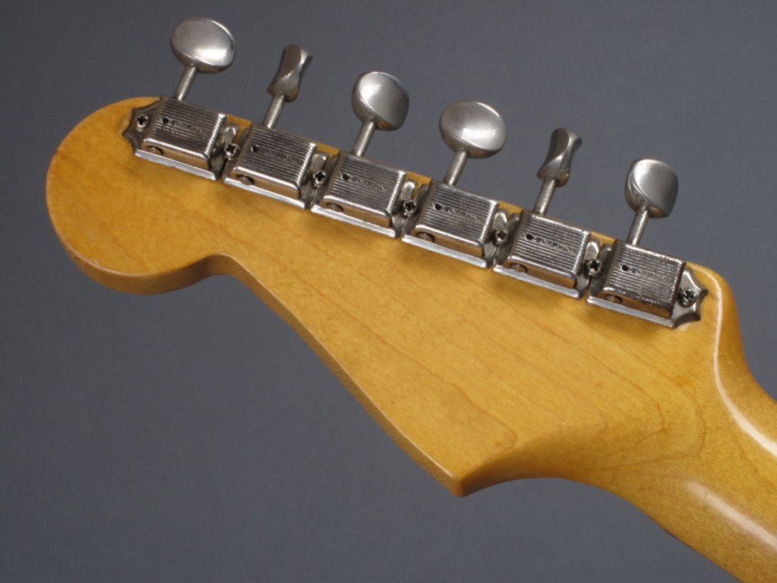 Bob Dylan's 1962 Gold Sparkle Fender Stratocaster - 10