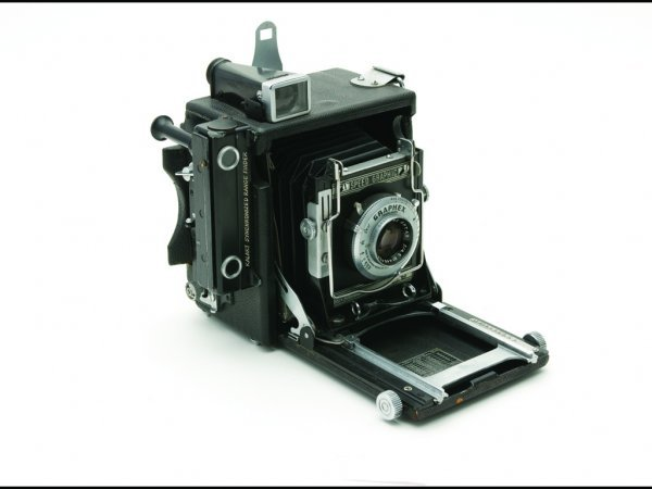 13: C11 - SPEED GRAPHIC PRESS CAMERA, 1942