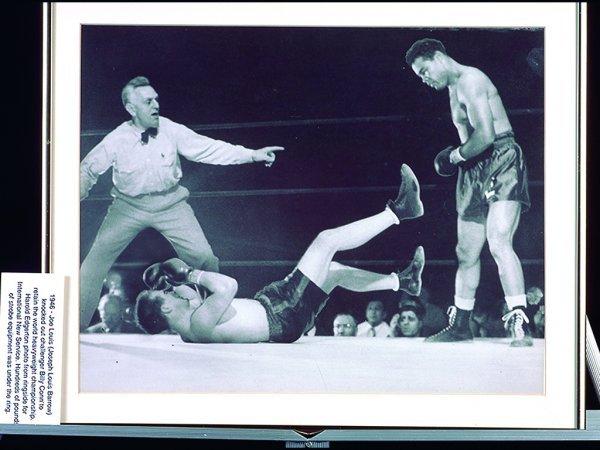 706: R46 - JOE LEWIS KNOCKING OUT BILLY CONN, 1946