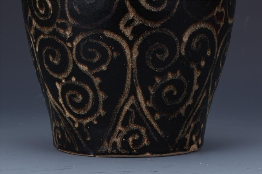 A Chinese  Black Glazed Meiping Vase - 3
