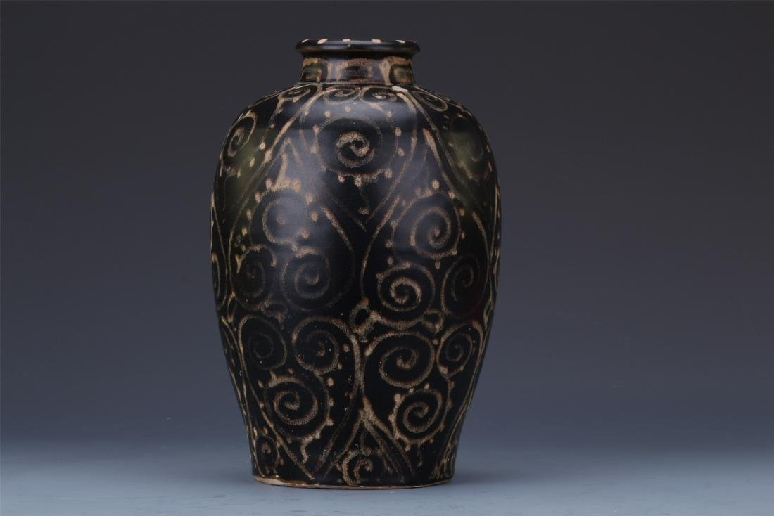 A Chinese  Black Glazed Meiping Vase - 5