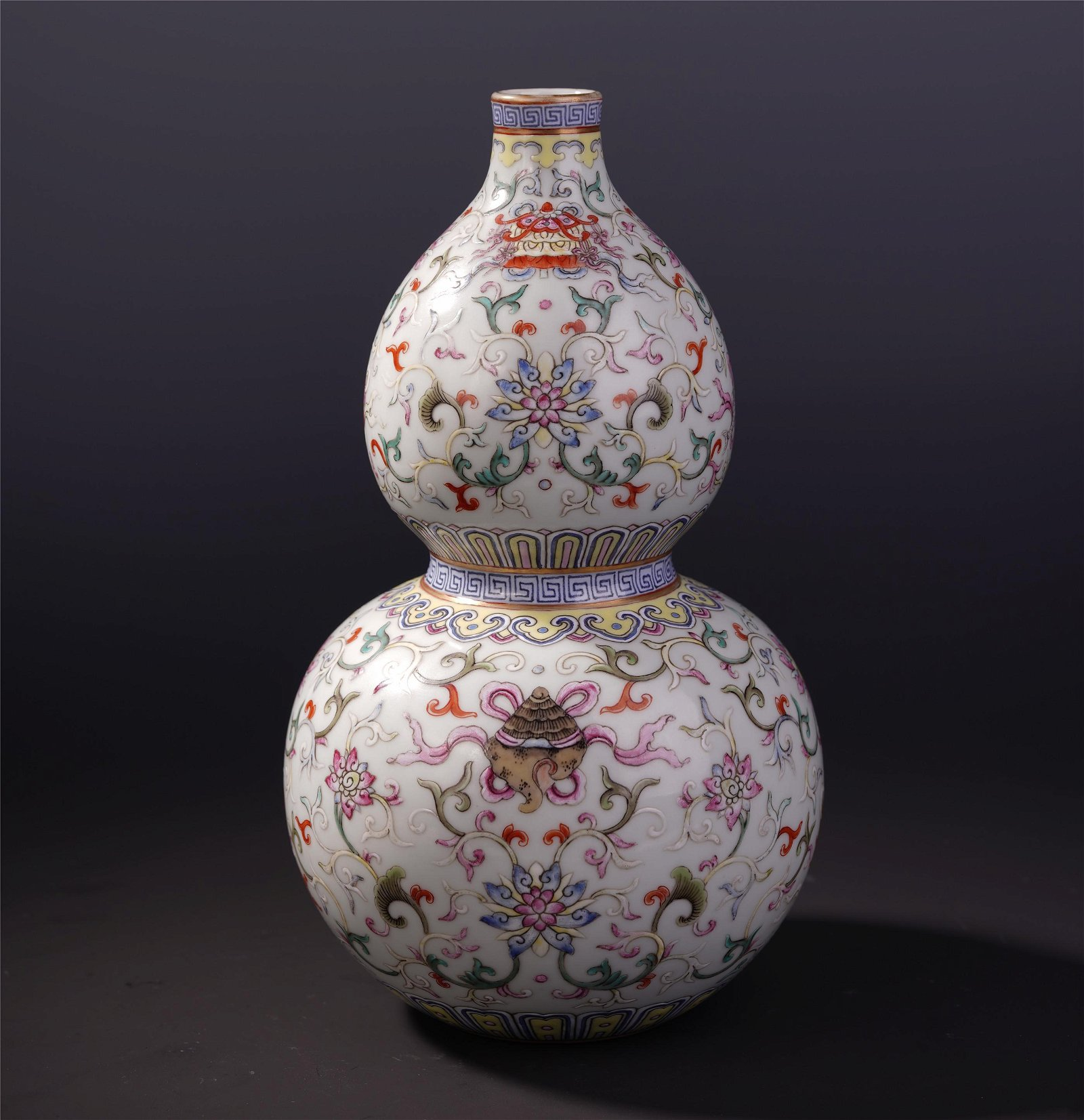A Chinese Famille Rose Gourd Vase with Treasure Motif