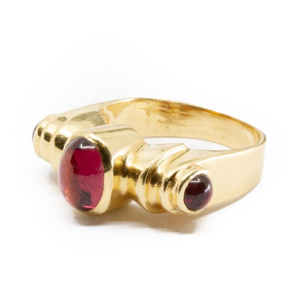 14K yellow gold three stone garnet cabochon ring. Circa