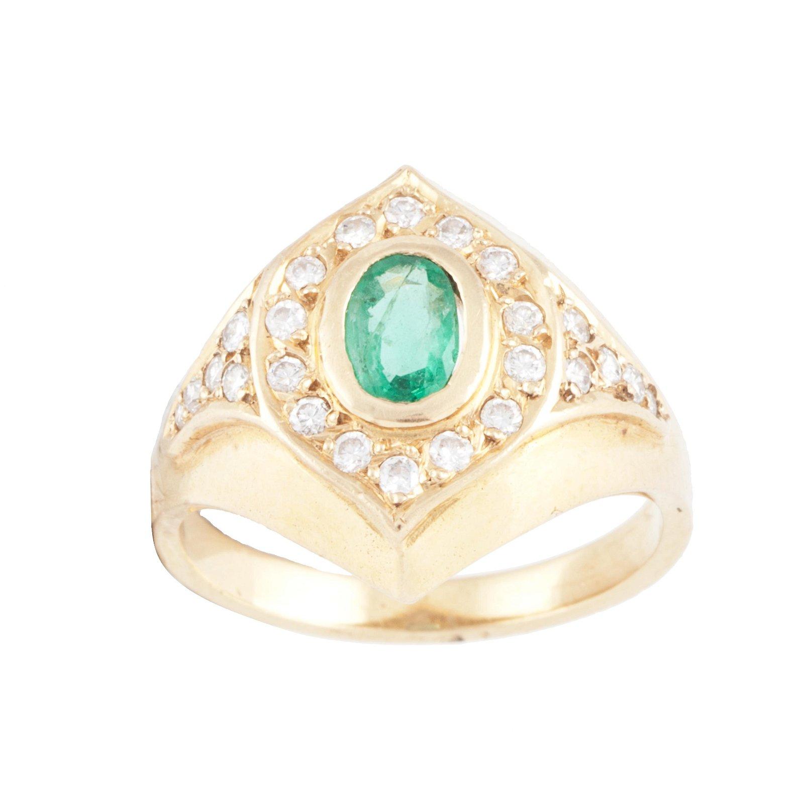 DIAMOND AND EMERALD RING.