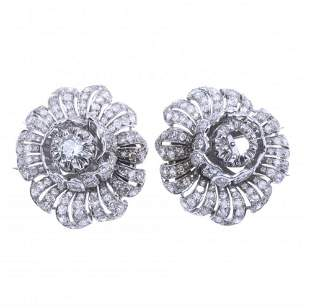 PAIR OF SMALL FLOWER BROOCHES IN PLATINUM WITH