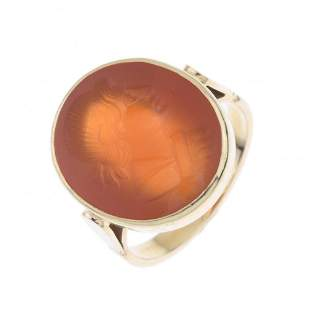 GOLD AND CARNELIAN SIGNET RING, 19TH CENTURY.