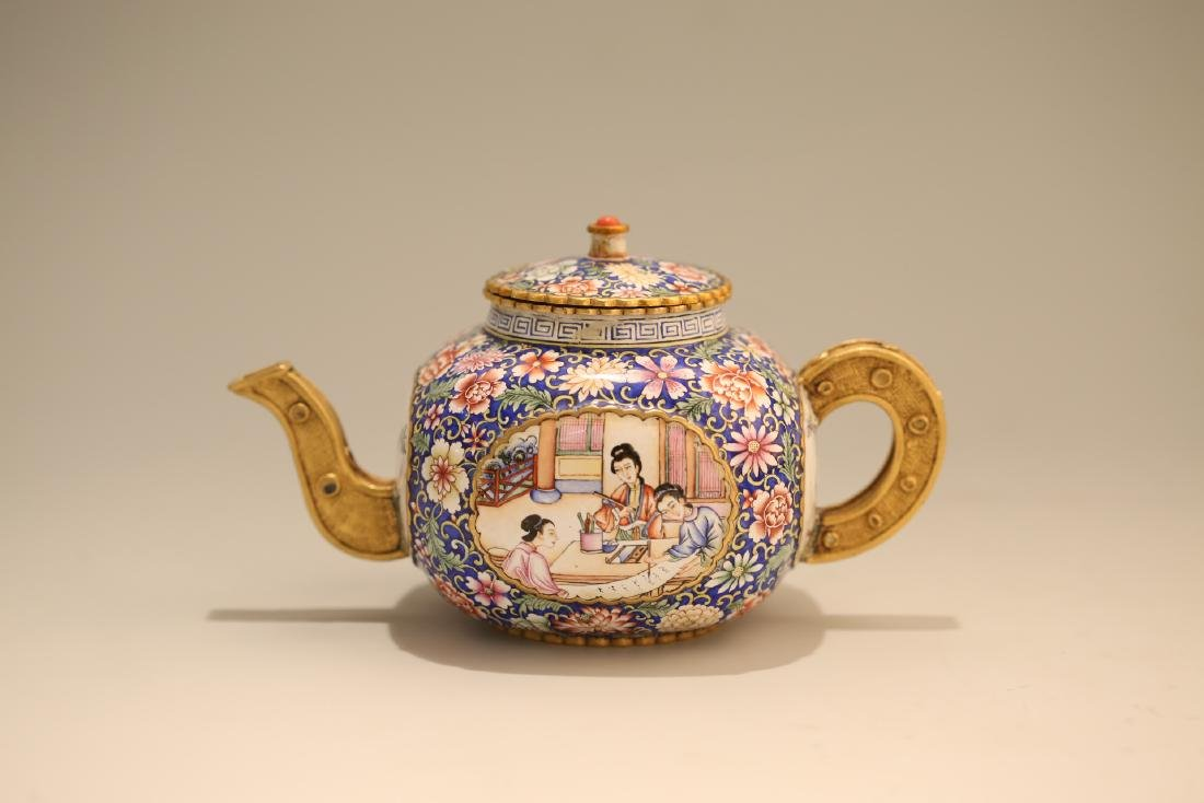 A Chinese Enamel Porcelain Tea Pot