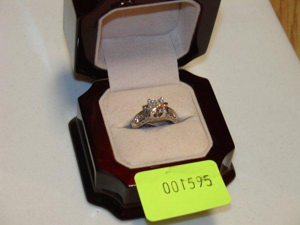 5595: White Gold Diamond Engagement Ring