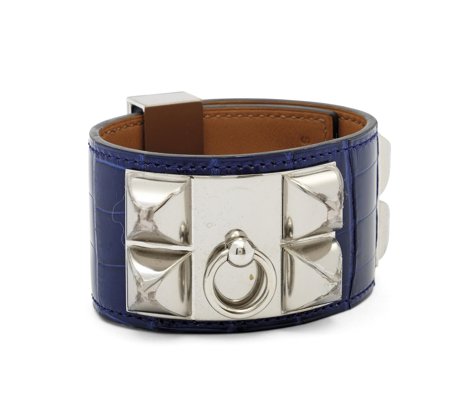 A SHINY BLEU ÉLECTRIQUE ALLIGATOR CDC CUFF WITH