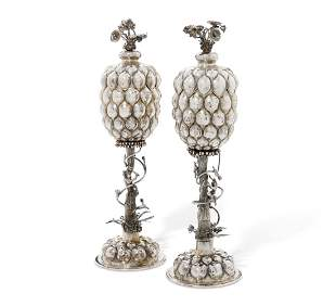 A PAIR OF EDWARD VII SILVER CUPS AND COVERS