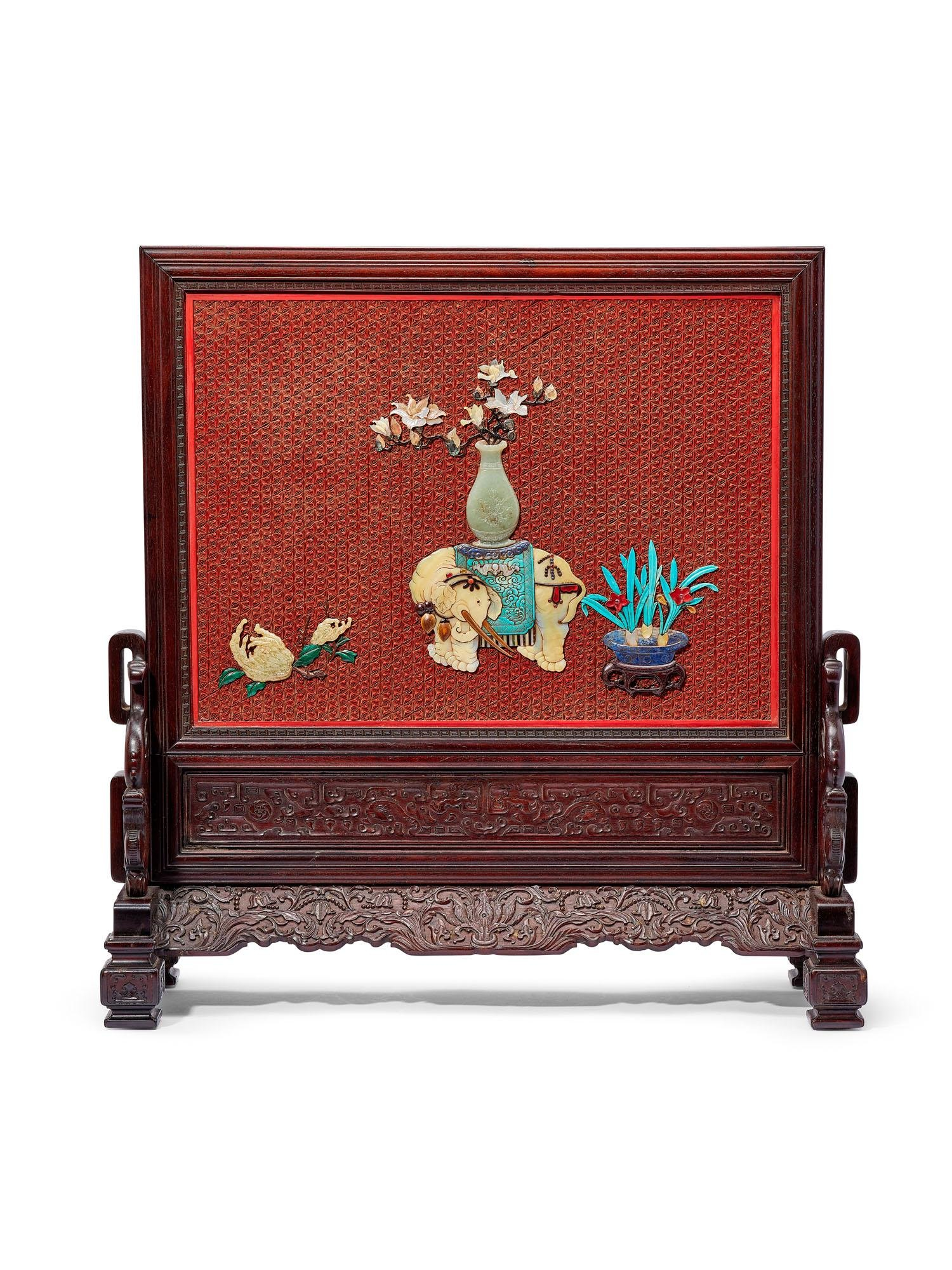 A HARDSTONE AND CINNABAR LACQUER-INLAID TABLE SCREEN