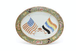 A RARE PLATTER WITH THE FLAGS OF THE UNITED STATES OF