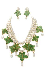 IMPORTANT CHANEL SET OF GRIPOIX GLASS AND FAUX PEARL