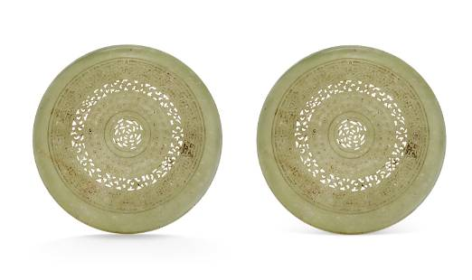A PAIR OF CHINESE CARVED SERPENTINE CIRCULAR BOXES AND
