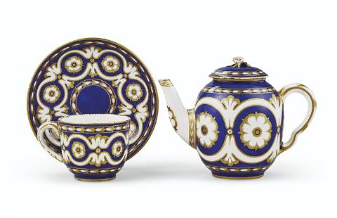 A SEVRES PORCELAIN BLUE-GROUND TEAPOT AND COVER (THIERE