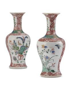 A PAIR OF CHINESE EXPORT PORCELAIN FAMILLE VERTE AND