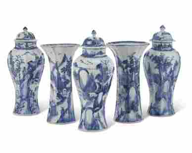 A CHINESE EXPORT BLUE AND WHITE FIVE-PIECE GARNITURE