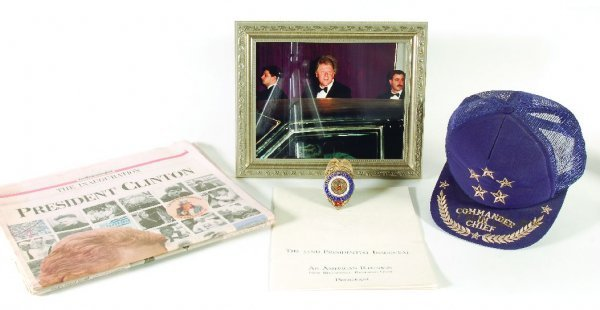 17: Bill Clinton signed cap, badge and photo