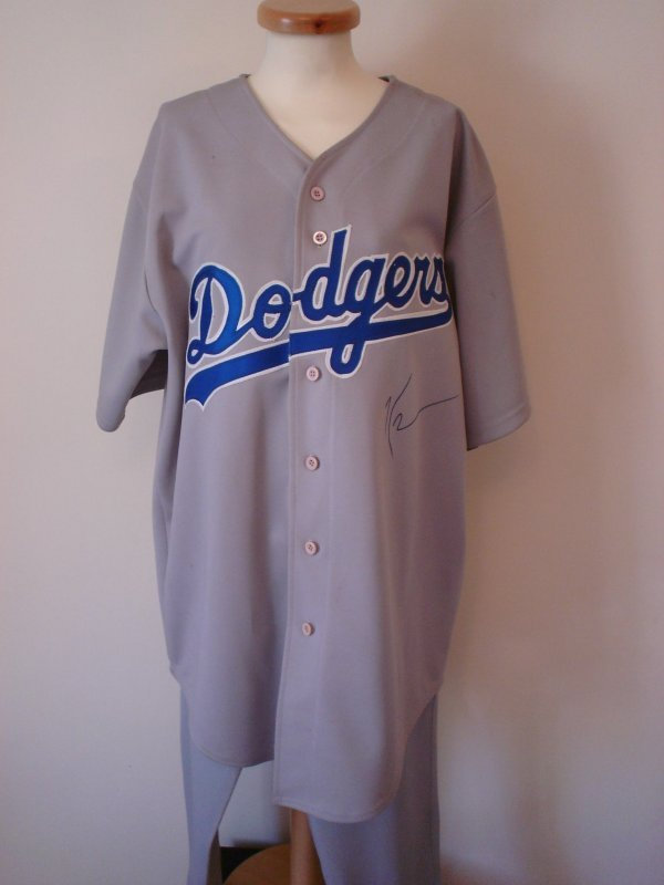 3008: Kevin Costner signed LA Dodgers Baseball Kit.