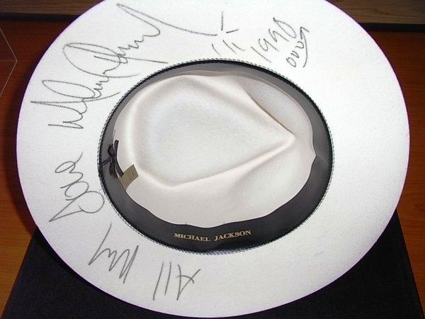 195: Jacksons Michael Jackson's White Fedora    - 2