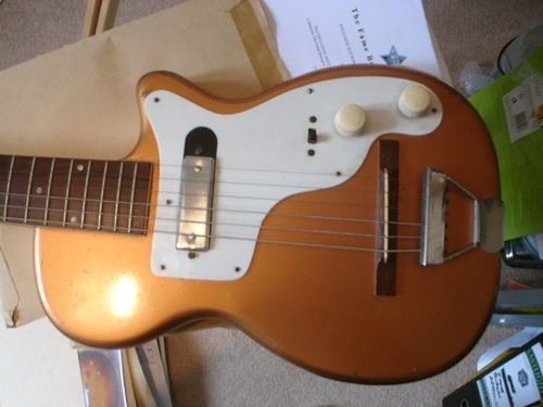 124: Elvis Guitar, Amp Lead and Army collection - 8