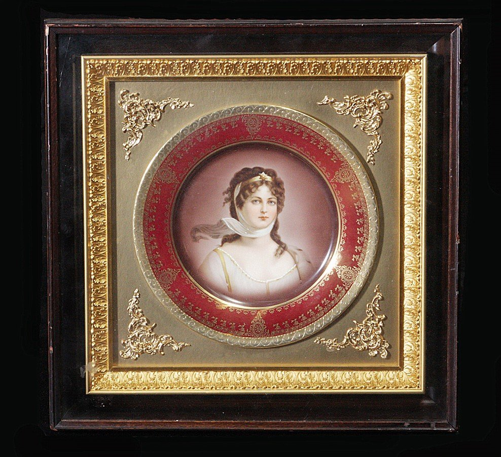 "28: Royal Vienna Plate 9.5"" Portrait Plate Giltwood"