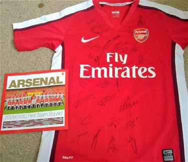brand new 6aef2 bd1fc Arsenal 2009 Signed Football Shirt direct from the - Jun 09 ...