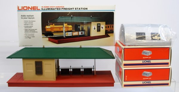 11: LIONEL FREIGHT STATION & 2 QUONSET HUTS