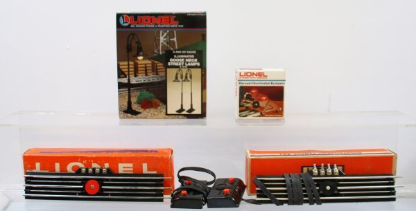 222: Lionel Misc. Lot of Remote Control Track Set, Lamp