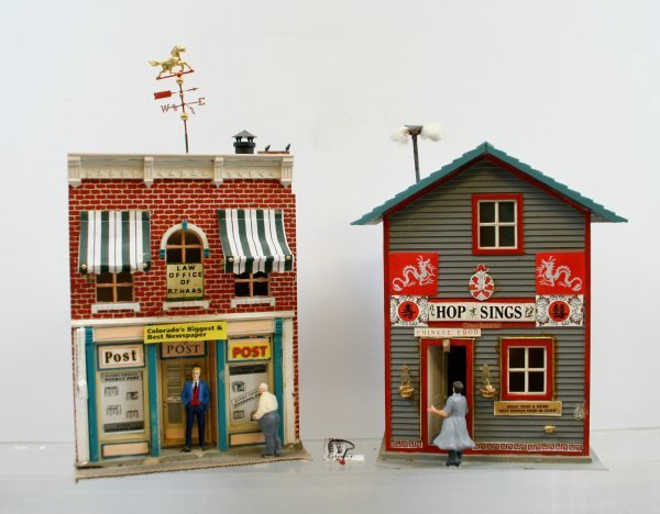 """409: Lot of 2 """"G"""" Scale Buildings"""