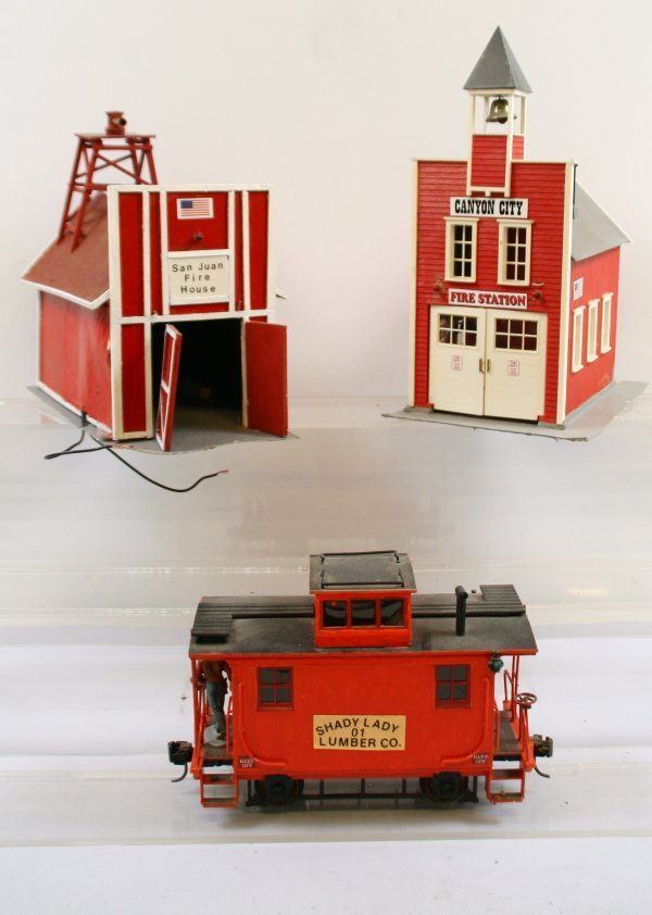"""410: Lot of 2 """"G"""" Scale Buildings and a Red Caboose"""