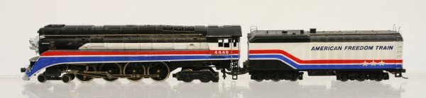 420: Lionel HO American Freedom Train Engine & Tender