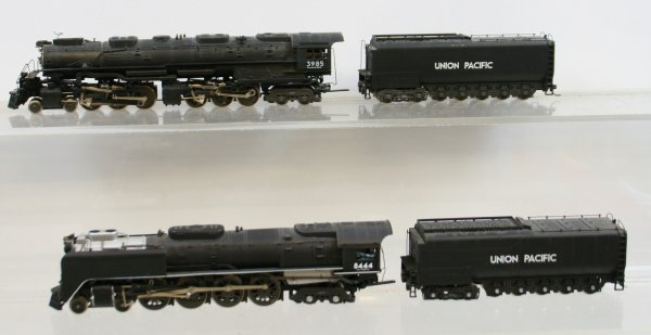 461: Lot of 2 Rivarossi Locomotives & Tenders