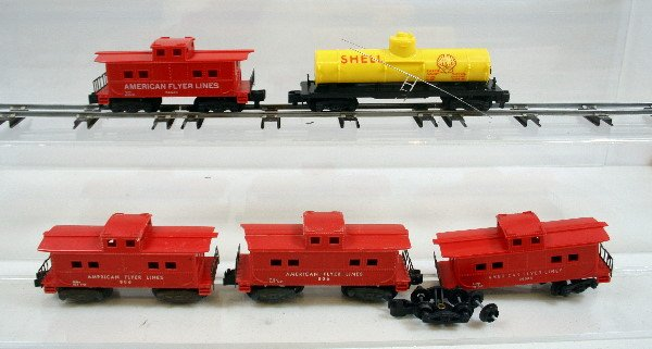 7: Lot of 5 American Flyer Cars
