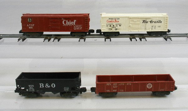 8: Lot of 4 American Flyer Cars