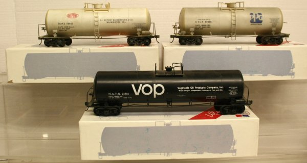 116: Weaver Tank Cars VOP-PPG-DUPONT 2-Rail Round End