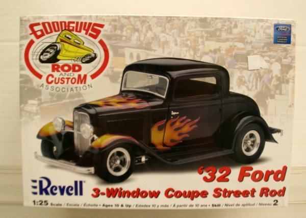 301: Revell 1:25 Scale Goodguys 32 Ford 3 Window Coupe