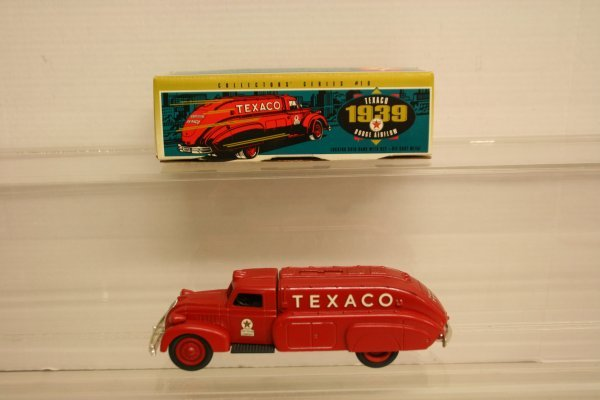 315: Ertl #9500 Texaco 1939 Dodge Airflow NIB
