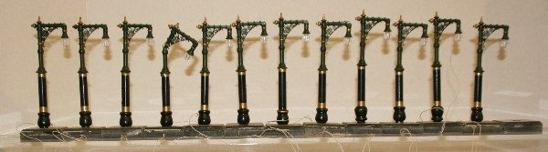512: Lot of 12 Lamp Post Lights O Scale