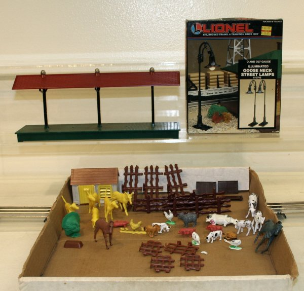 814: Lionel O Scale Street Lamps & Station